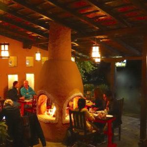 camino-acceso-di-notte-caffe-concerto-nepal-pokhara